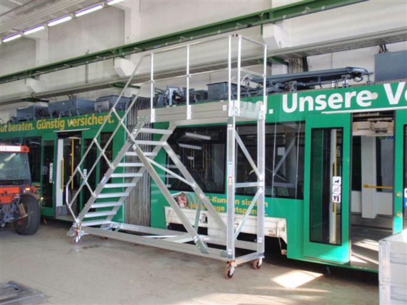 передвижные лестницы с платформой