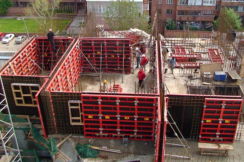 Процесс монолитного строительства зданий
